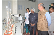 Ms. Pushpa Nair, Production Manager, showing laboratory facility of GLS to Hon. Dr. Kalam.